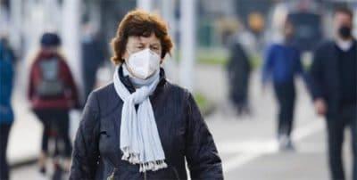 Cada vez más científicos cuestionan el uso de la mascarilla al aire libre