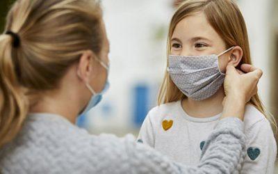 Los centros sanitarios empiezan a prohibir las mascarillas de tela