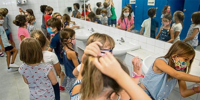 Los niños vacunados no tendrán que confinarse si hay un positivo en el aula