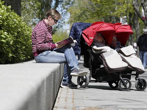 Más de la mitad de españolas de 45 a 49 años sin hijos habría querido tenerlos