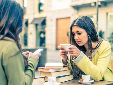 Adolescentes y móvil: ¿cuándo es exceso de uso y cuándo adicción?