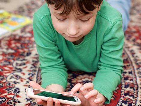 Psicólogos advierten: «Dar un móvil a un menor de 10 años es un acto grave de irresponsabilidad familiar»