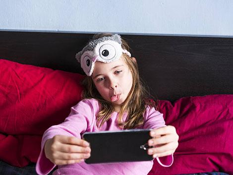 10 buenas prácticas que debes seguir si vas a dejar a tu hijo usar un móvil antes de los 12 años