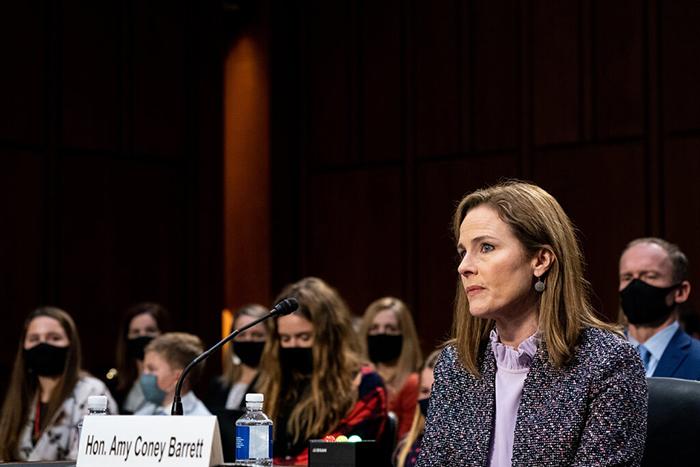 Ser madre y aspirar a un cargo público: lo que se espera de las políticas