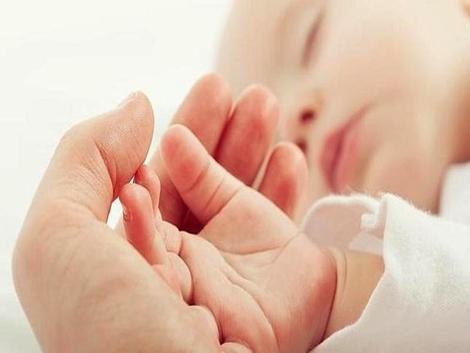 La complicada transición hacia el segundo hijo lastra la natalidad en España