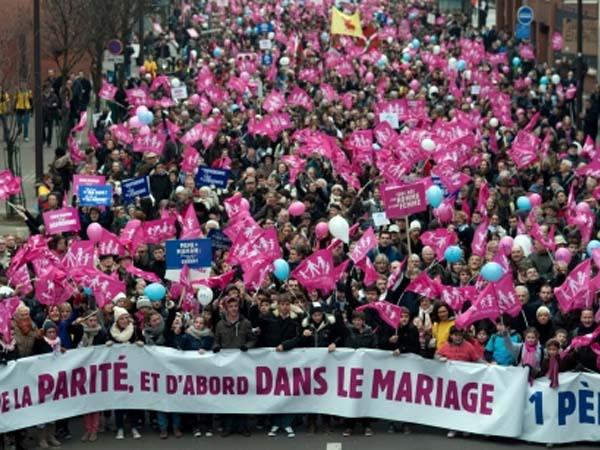 Multitudinaria marcha en París contra el matrimonio y la adopción homosexual