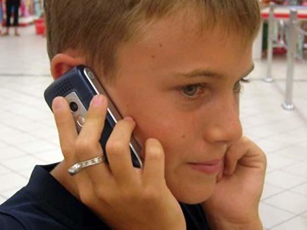 Un experto alerta de la falsa seguridad del móvil cuando los hijos salen de noche