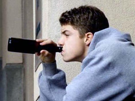 Los jóvenes empiezan a beber a los 13 años