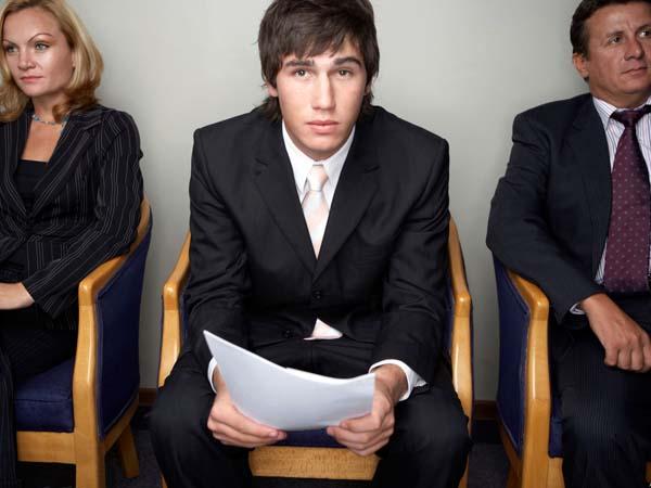 Más del 60% de los jóvenes que trabajan son temporales