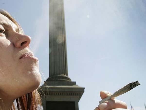 Uno de cada tres jóvenes que consumen drogas cree que su uso no le perjudica