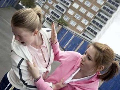 Adolescentes y maltratadoras