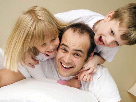 El 70% de los papás afirma disponer de poco tiempo para jugar con sus hijos