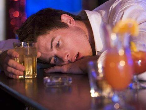 Sanidad estudia nuevas medidas para combatir el consumo de alcohol en menores