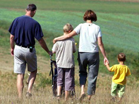 La mayoría de los españoles se aferra a la familia ante el paro y la crisis