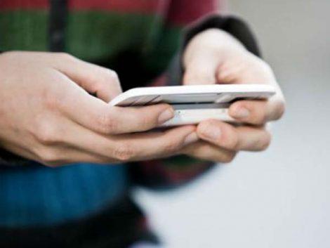 """Los adolescentes prefieren Twitter a Facebook por ser """"menos compleja"""""""