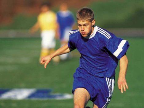 ¿Por qué es importante que los niños hagan deporte antes de la adolescencia?
