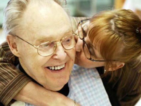 Demencia: los enfermos españoles, los que más están en familia