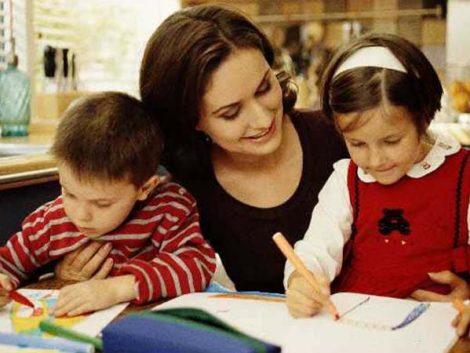 Cien familias catalanas que educan en casa alertan del enjuiciamiento de su opción pedagógica