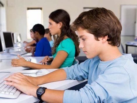 Los jóvenes españoles pasan más de 5 horas al día en redes sociales