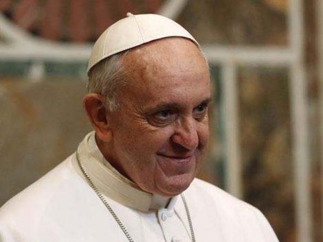 """El Papa reclama que """"todas las familias puedan tener casa"""" propia"""