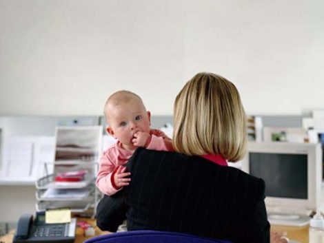 El Gobierno amplía a 12 años el derecho a la jornada reducida por maternidad