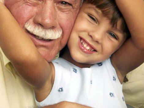 Más de la mitad de jóvenes quisiera recuperar la relación que tenía en la infancia con sus abuelos, según un estudio
