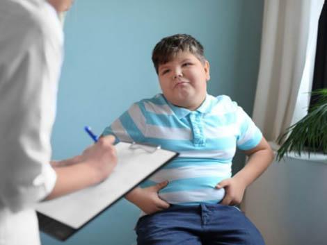 Éste es el hábito diario que más contribuye a la obesidad infantil
