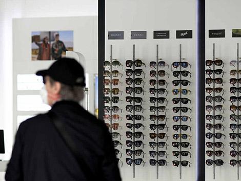 Los españoles llenan las ópticas por la pérdida de visión en el confinamiento