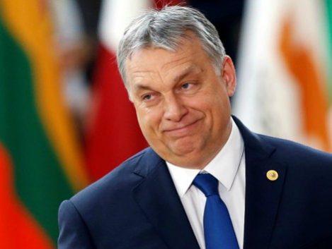 Orbán ofrece 30.000 euros a las parejas que se casen y tengan tres hijos.