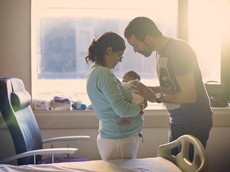Los permisos de paternidad, en el centro de la agenda política