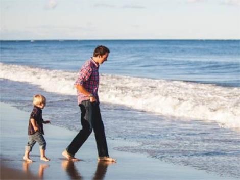 ¿Por qué los padres debemos parar un poco en verano para jugar con los hijos?