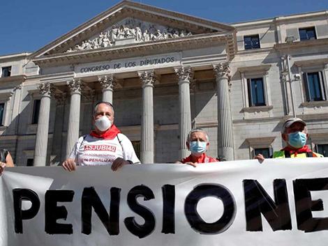 El Gobierno aprovechará la inflación negativa para congelar pensiones y sueldos de funcionarios