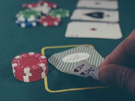 La patronal del juego incide en que la regulación que elabore Alberto Garzón debe incluir a Loterías y ONCE.
