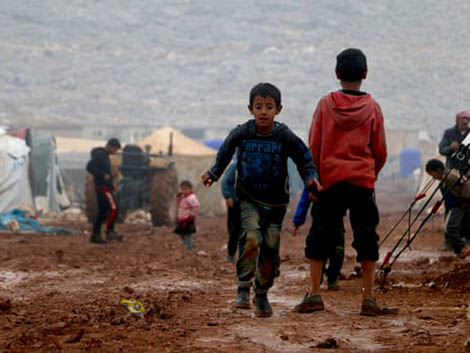 Government urged to reunite child refugees with families