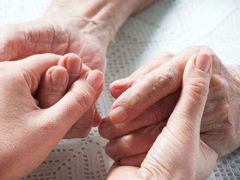 Derechos y deberes de las personas mayores en situación de dependencia y su ejercicio en la vida cotidiana.