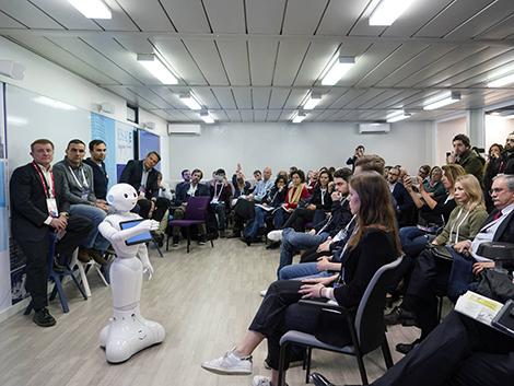 Por qué tu profesor del futuro no va a ser un robot (pero sí tendrá que utilizar uno)
