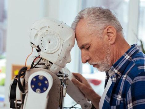 Piden cautela ante el uso de robots para paliar la soledad de los mayores