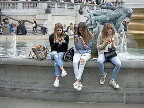 Alarma en Reino Unido por el riesgo de «una generación suicida»