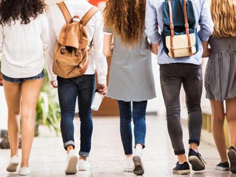 Hablar de suicidio en los colegios, ¿sí o no? El debate está servido