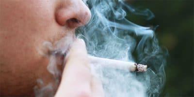 Sanidad propone prohibir fumar en terrazas aunque haya dos metros de distancia