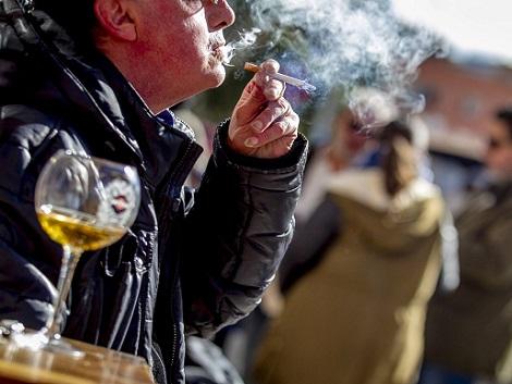 La prohibición del tabaco y el ocio nocturno entran en vigor esta semana en la mayoría de comunidades