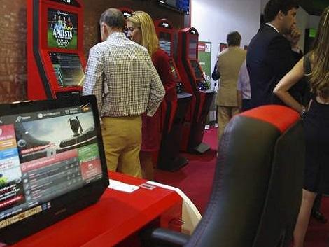 Telemadrid no emitirá publicidad que promueva el juego online, los salones de juego o las casas de apuestas