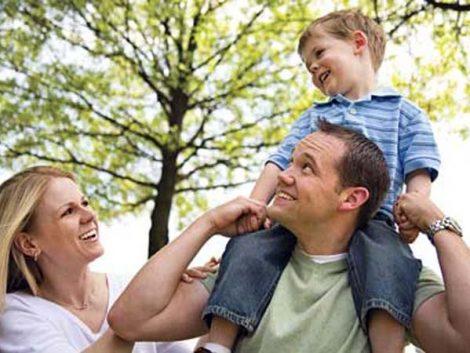 ¿Cuál es la influencia de las políticas públicas en los entornos familiares?