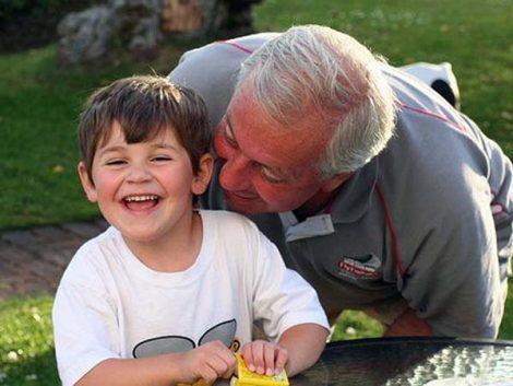 Cuidar de los nietos rejuvenece… pero no se debe abusar