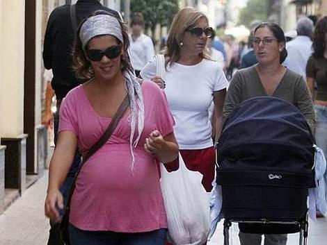Menos bajas por maternidad por la crisis económica y de natalidad