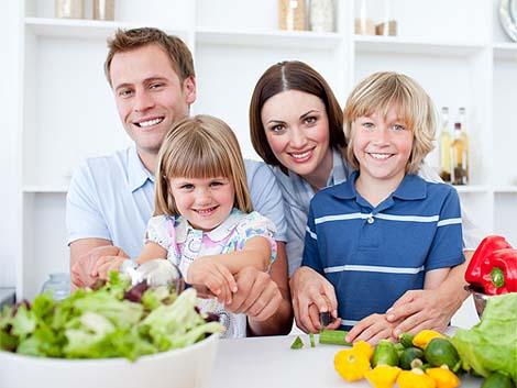 """The Family Watch destaca el papel """"socializador"""" y el estilo de vida saludable que promueven las comidas familiares"""