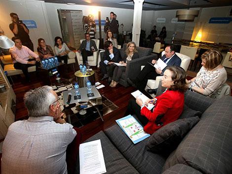 "Sanz pone a ""la familia como célula del tejido social en La Rioja"""