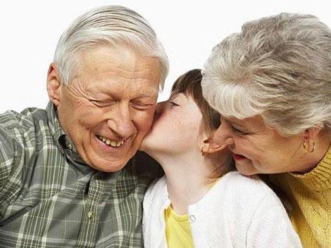 El 80% de los abuelos ayudan económicamente a sus familias