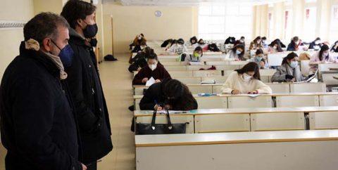 ¿Son las universidades focos de supercontagio?
