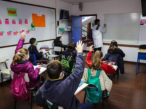 Sin contagios y sin mascarillas obligatorias: el exitoso retorno a las aulas de Uruguay